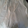 Ilmoitus: Miesten valkoinen puku hienoilla yksityiskohdilla!!