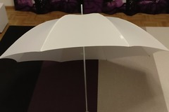 Ilmoitus: Iso valkoinen hääsateenvarjo