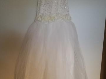 Ilmoitus: 2 kpl valkoisia mekkoja