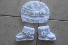 Vente au détail: bonnet et chaussons roses pour bebe fille 0.1mois