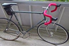 Myydään: Raleigh Bike (fixed speed with helmet)