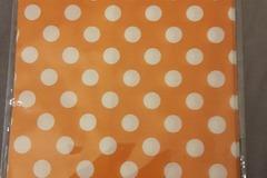 Ilmoitus: Oranssit paperipussit