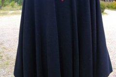 Vente au détail: Manteau Cape inspirais par les couleurs de Saint-Émilion