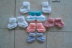 Vente au détail: 6 paire chaussons bebe  laine  0-1, tricoté main/chaussons b
