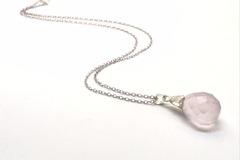 Vente au détail: Collier briolette de quartz rose, pierre de gemme, pierre na