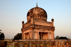 Offering : Stories of the Solemn Qutub Shahi Tombs