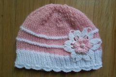 Vente au détail: Bonnet bebe en laine rose avec dentelle crochet,fleur