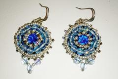Vente au détail: Boucles  en perles brodées bleues et argent