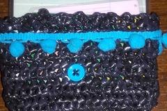 Vente au détail: Porte carte noir /turquoise  à  partir  de sacs plastique