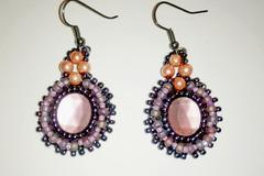 Vente au détail: Boucles  en perles brodées vieux rose et gris