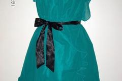 Ilmoitus: H&M smaragdinvihreä sifonki frilla juhlamekko, 38