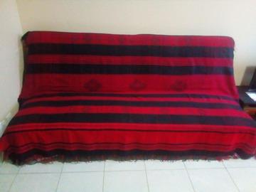 Jet rouge noir 1 lit ou canap creachic - Jete de canape noir ...