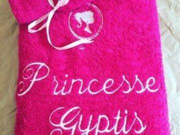 """Sale retail: Serviette de toilette Brodée """"Princesse + Prénom"""" et son Gan"""