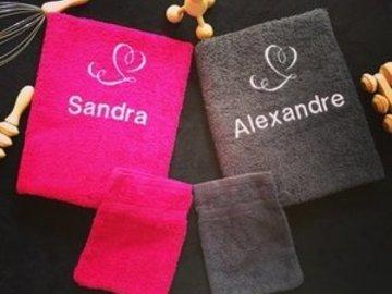 Sale retail: Lot de deux serviettes toilettes Amoureux Prénoms + 2 gants
