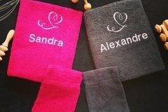 Vente au détail: Lot de deux serviettes toilettes Amoureux Prénoms + 2 gants