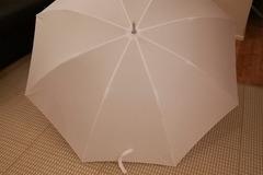 Ilmoitus: Käyttämätön hääsateenvarjo