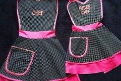 """Vente au détail: Lot deux tabliers de cuisine mere-fille """"Chef & Future Chef"""""""