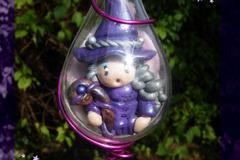 Vente au détail: Sorcière Violette dans goutte à suspendre