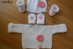 Vente au détail: trico bebe,ensemble brassiere bebe bonnet chaussos moufles b