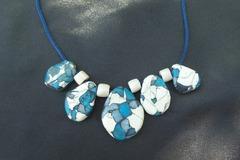 Vente au détail: Collier de pierres bleues
