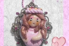 Vente au détail: Collier Figurine Fée Rose Flora