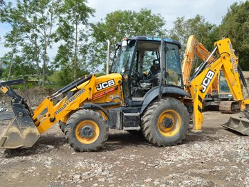 Daily Equipment Rental: JCB 180^
