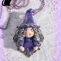 Vente au détail: Collier Figurine Sorcière Violette Selena