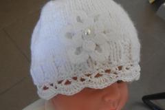 Vente au détail: Bonnet bapteme blanc au crochet pour bébé.., bapteme .fleur