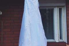 Ilmoitus: Kaunis käyttämätön A linjainen mekko