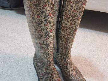 Myydään: Rain boots with warm socks