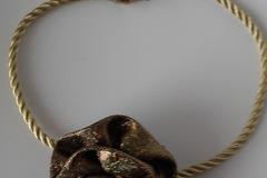 Vente au détail: Collier ras de cou soirée  fleur amovible doré