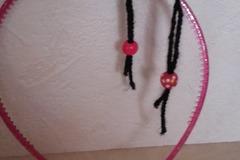 Vente au détail: Serre tête paillettes rose pompon laine noir