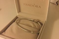 Myydään: Pandora bracelet