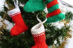 Vente au détail: lot de quatre petites bottes ou chaussettes de Noël pour déc