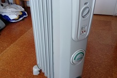 Selling: Electric oil-filled radiator Delonghi 1500W