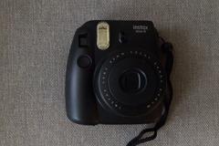 Ilmoitus: Vuokrataan polaroid-kamera