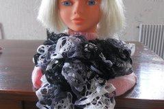 Sale retail: Echarpe froufrou couleur blanc,noir,gris