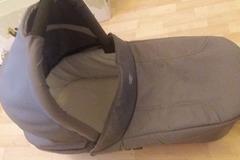 Myydään: britax grey carrycot