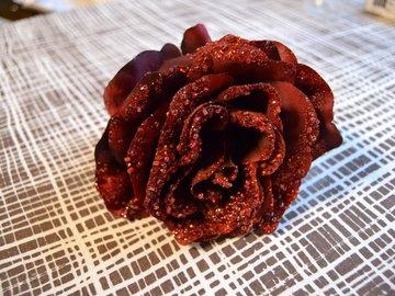 Ilmoitus: Punaisia ruusuja