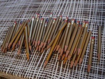 Ilmoitus: Kullanväriset kynät