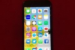 Myydään: iPhone 7 128Gb Black + 3 suojakuoret