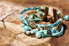 Vente au détail: Bracelet manchette bronze, vert menthe et turquoise
