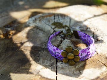 Vente au détail: Bracelet liberty dentelle violet et fleur couleur bronze