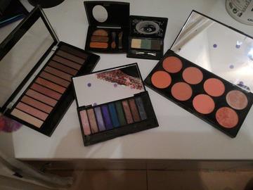 Venta: 4 paletas de sombras y 1 paleta de coloretes
