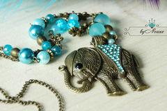 """Vente au détail: Collier """"éléphant turquoise en strass"""""""