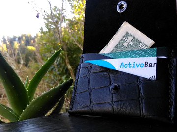 Vente au détail: Porte carte en cuir noir impression crco