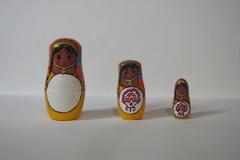 Vente au détail: Trio de matriochka en bois - Indira l'indoue