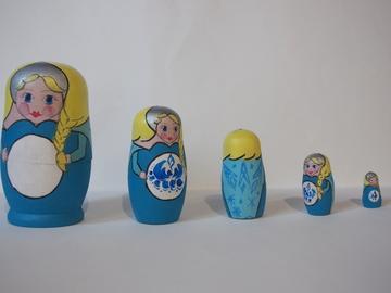 Vente au détail: Quinquette de matriochka en bois - Elsa Reine des Neiges