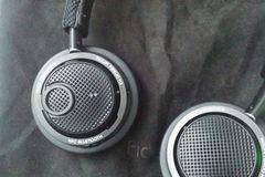 Myydään: Philips Fidelio M2BT