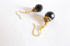 Vente au détail: Boucles d'oreilles perles verre boheme noir, calottes métal